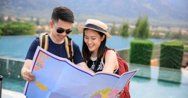 tourist-traps-couple