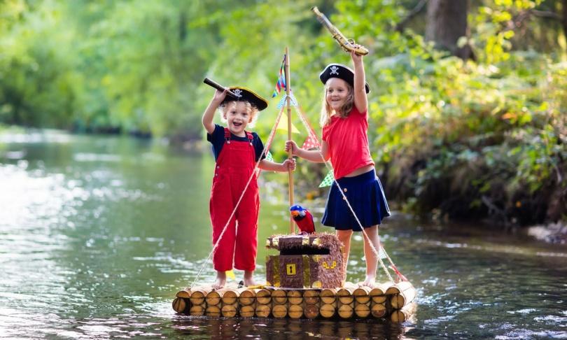 kids playing pirates